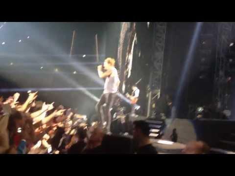 Die Toten Hosen - Paradies (Live in Düsseldorf 11.10.13) mit Fan auf der Bühne