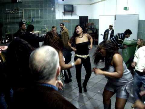 Festinha em Santiago dos velhos
