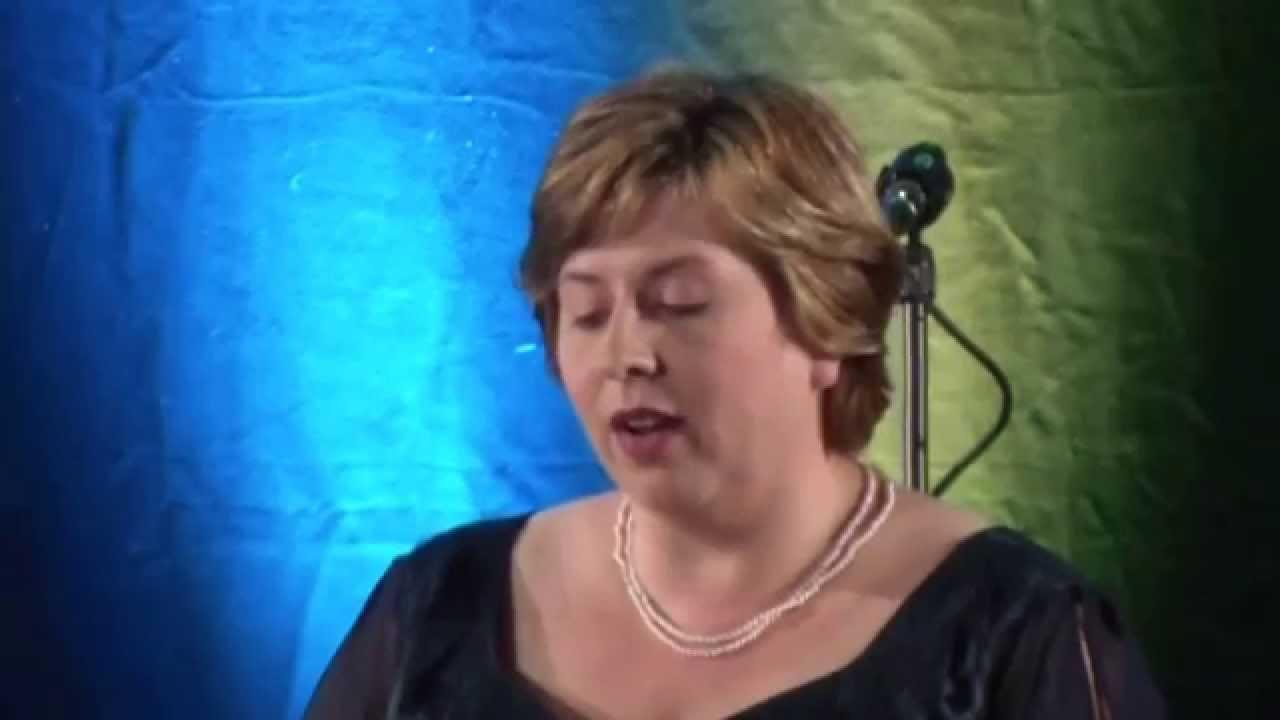 Birgit brodisch singt vincenco bellini norma norma casta diva youtube - Norma casta diva bellini ...