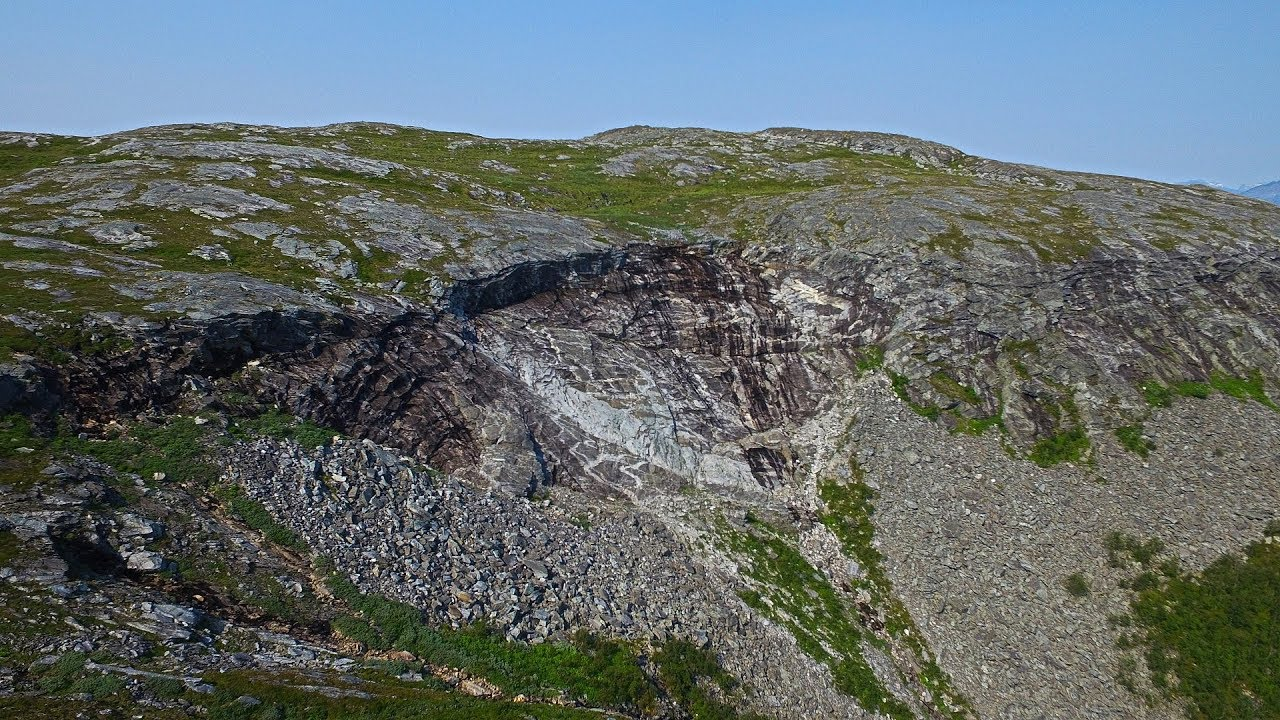 Hiking to Storvarden on Sandfjellet