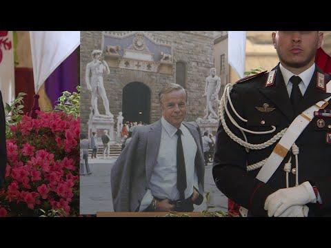 Les Florentins se recueillent sur le cercueil de Franco Zeffirelli | AFP
