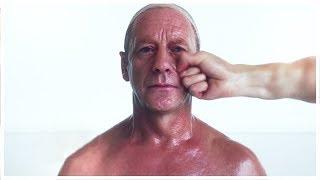 بالتصوير البطيء شاهد ماذا يحدث عندما يتلقى شخص لكمة قوية على وجهه !!