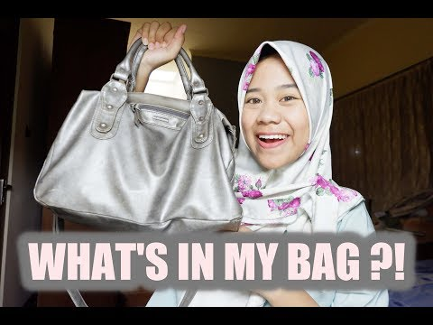 WHAT'S IN MY BAG ??!! (Indonesia) | Risky Adiliya
