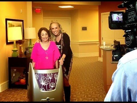 TV Host Linda Cooper Surprises Her Mom With a Motivo Tour