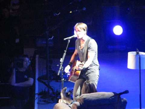 Keith Urban Til Summer Comes Around in Chicago United Center 1-10-14