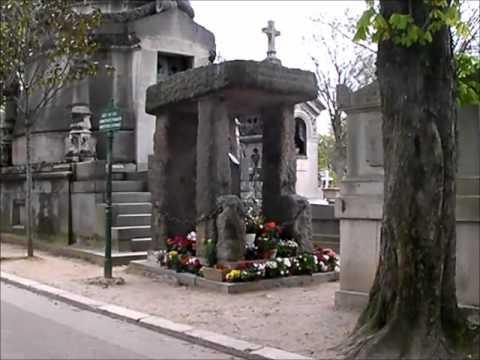 Cimetière du Père Lachaise : Allan Kardec , Laurent Fignon, Simone Signoret, Yves Montand...