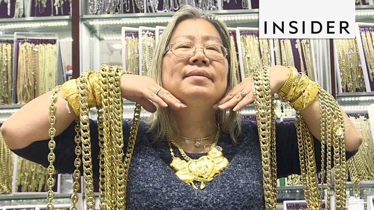 Hip-Hop Stars Get Bling From This Woman - YouTube 9a15dfa8b