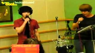 110819 yesung kyuhyun singing it has to be you at ok ju hyun s music square