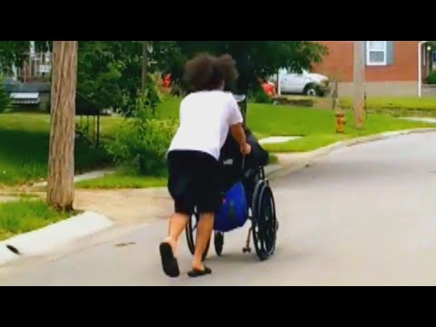 Kylie - GOOD VIBES: Teen pushes man in wheelchair all the way home