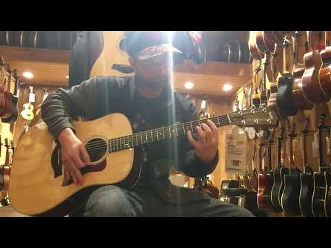 Taylor 210e Deluxe Acoustic-Electric Natural
