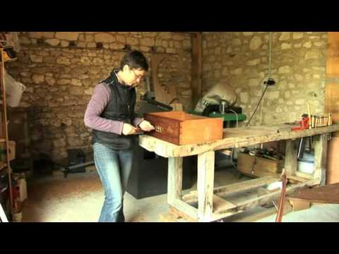 restauration meuble eb niste nantes youtube. Black Bedroom Furniture Sets. Home Design Ideas