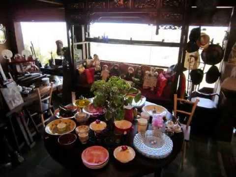 A shopper's walk inside Bali Antiques and Curiosity Shop