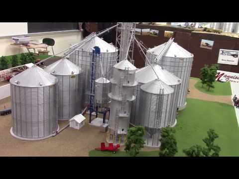 2013 National Farm Toy Show Display Contest 1/64 Scale Borth Farms