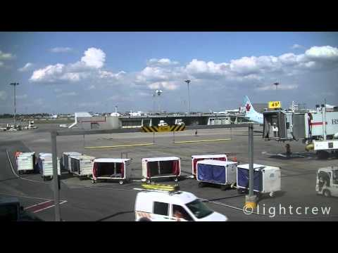 Timelapse video Montreal Airport (YUL) Gate 49