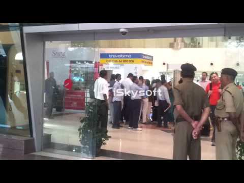 India and England Team @ Pune Airport
