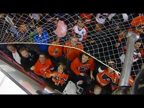 Flyers fan struggles to get hat on the ice