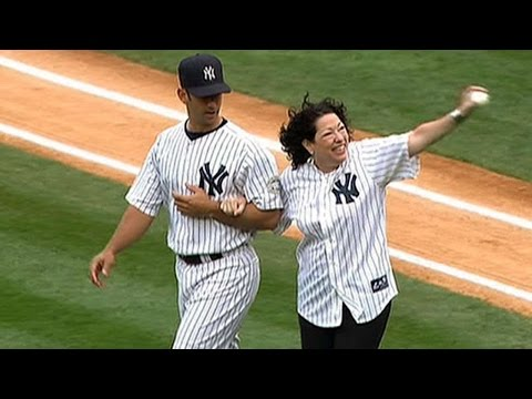 BOS@NYY: Justice Sotomayor Throws Out First Pitch