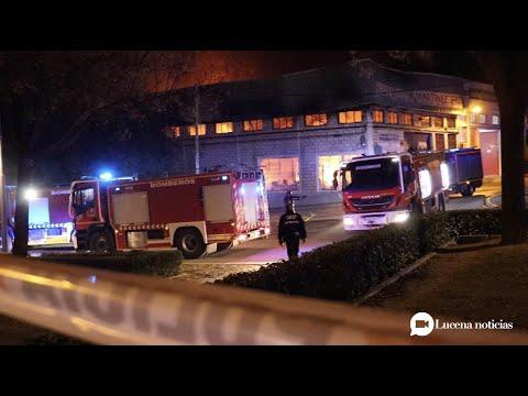 VÍDEO: Un grave incendio destruye la empresa Motos Martínez en Lucena