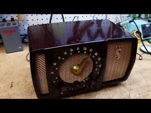 1953 Zenith H723Z am-fm tube radio