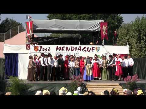 Pasa calle de St Etienne de Baïgorry. Les gaïteros von YouTube · Dauer:  3 Minuten 57 Sekunden