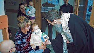 В праздник Рождества Христового, Владыка Лука причастил более 100 детей - пациентов(, 2017-01-08T09:04:00.000Z)