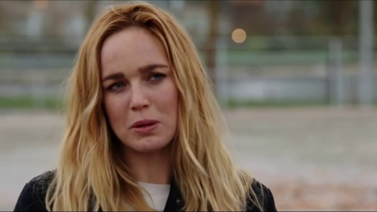 Legends of Tomorrow 1x16 Sara finds out Laurel is dead