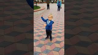 Обложка Русский мальчик танцует под казахские песни
