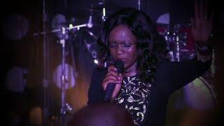 Gambar cover Newie - Mukhethwa (Live)