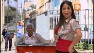 """Shirley hace baila del """"sanguche cotito"""" para atraer clientela"""