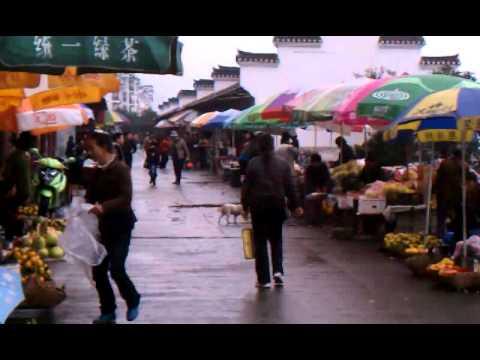 Yangtze River Sandouping crazy street vendors