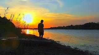 Первая осенняя рыбалка с ночёвкой 2018. Ловля сома на личинку жука. Закидушки. Рыбалка на каяке.