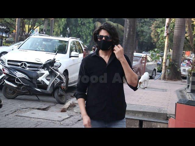 Kartik aryan spotted at aneezbazmi office andheri