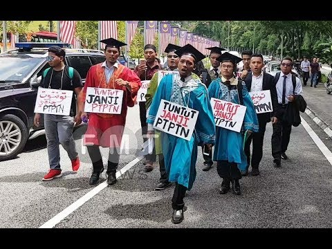 Students march to Parliament to protest PTPTN loan repayment schedule