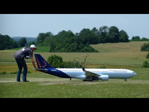 Huge R/C Airbus A330-300 Brussels Airlines Turbine Model bounce around