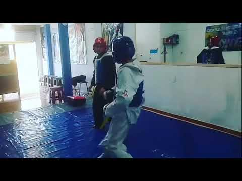 Taekwondo CDC - Step en la escuela de Tlalmanalco.