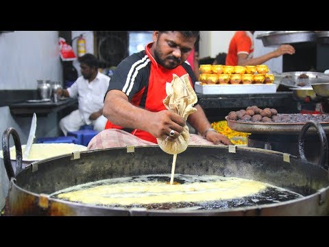INDIAN STREET FOOD tour in Mumbai, India - Chaat PARADISE and UNREAL bone marrow dish!