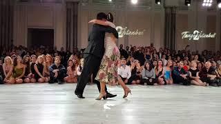 Sebastian Achaval & Roxana Suarez Ciragan Palace 3/4