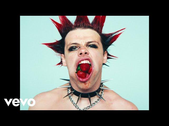 YUNGBLUD - Strawberry Lipstick