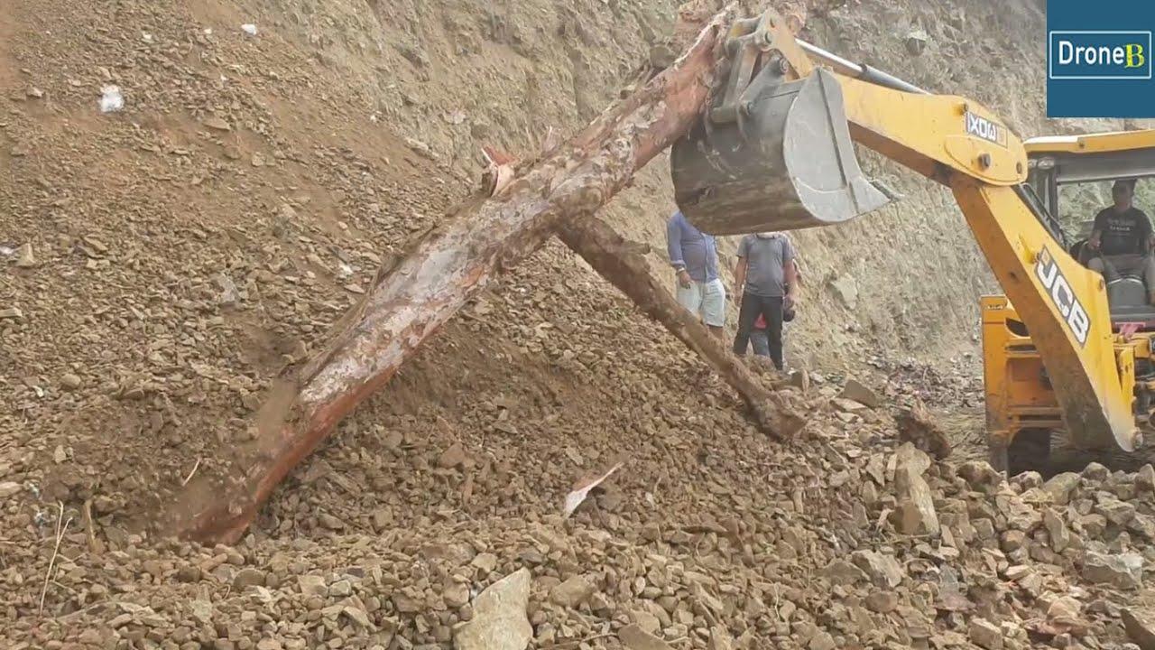Removing Dry Hill-slide Opening Blocked Road-JCB Backhoe Loader