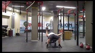 Жим лёжа на скамье гири 33,3кг напопа одной рукой. 33,3kg bottom up kettlebell one hand bench press.