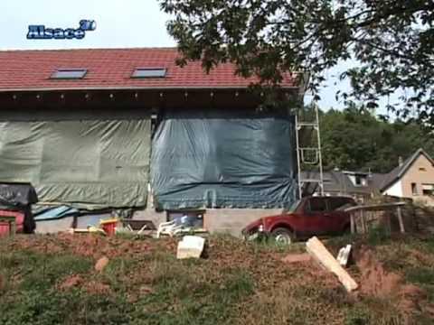 Un maison construite en paille alsace youtube for Maisons en paille