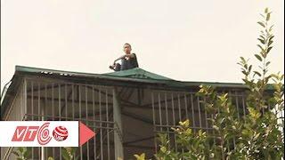 Thanh niên 'ngáo đá' cố thủ 17 tiếng trên nóc nhà | VTC