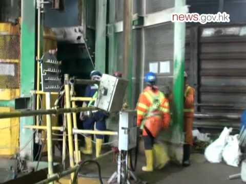 Engineer helps blast underwater tunnels (26.7.2012)
