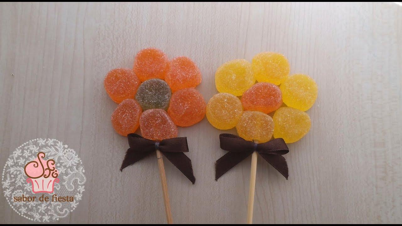 Flores de gominolas s per f cil sweet flowers youtube - Como hacer figuras con chuches ...