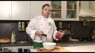 Теплый салат из козьего сыра с малиновым соусом