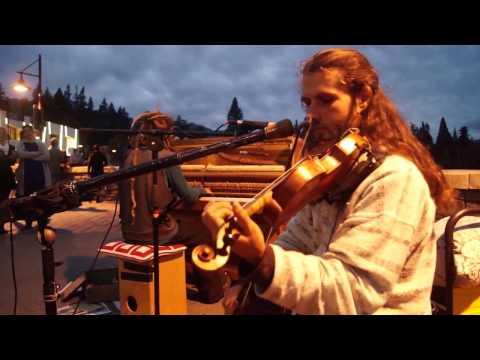 Piano Busker and Vojta Violinist in Queenstown