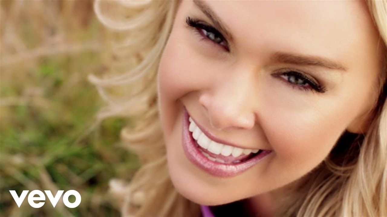 laura bell bundy nacked