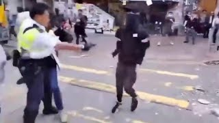 Hong Kong, poliziotto spara contro i manifestanti: grave uno studente