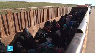 شاحنات تقل جهاديين وعائلاتهم من آخر معقل لهم في سوريا