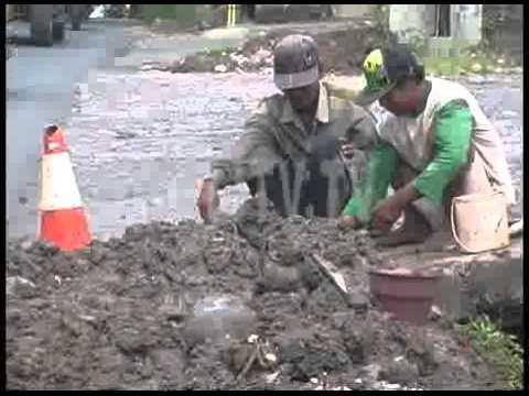 GALIAN KABEL GANGGU KENYAMANAN BERLALU LINTAS - SEPUTAR BALI - BALI TV